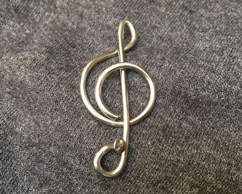 Music badge/brooch treble clef shape grey background