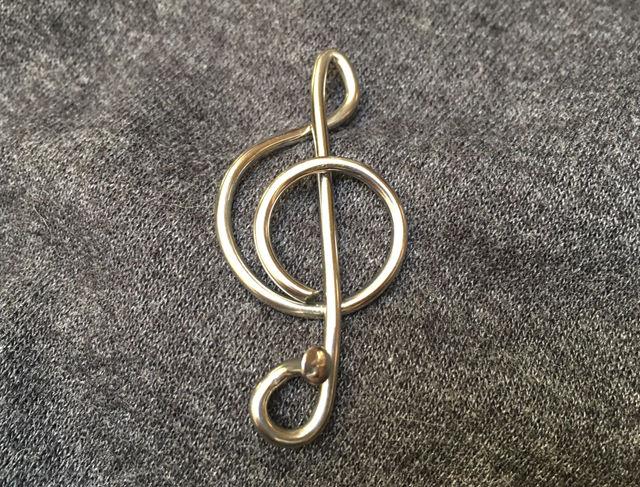 Music badge/brooch treble clef shape grey background